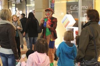 Lustige Ballontiere von Clown Julchen in der Schlößlegalerie in Pforzheim