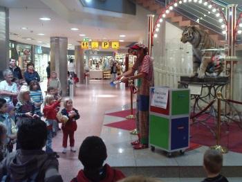 Clown Julchen im Rathaus Center Ludwigshafen