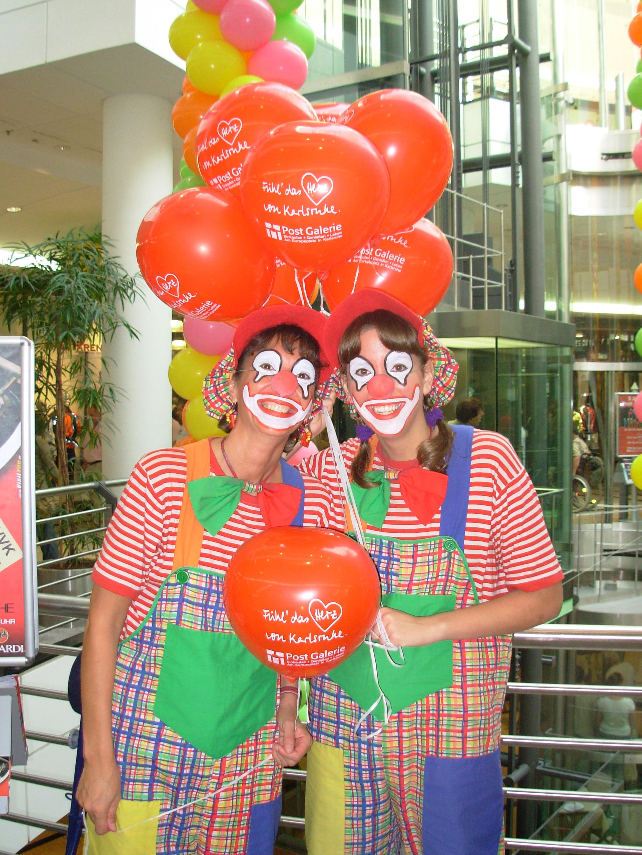 Clown Julchen und Clown Biene in der Postgalerie in Karlsruhe beim Jubiläum