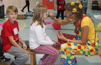 Vorbereitungen für den Clown-Workshop
