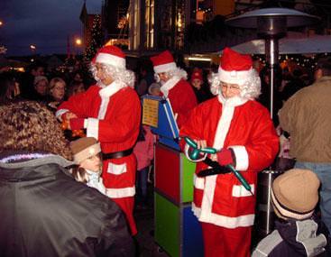 Clown Julchen und ihre Zaubermäuschen auf dem Weihnachtsmarkt bei die Wohnidee in Straubenhardt bei Pforzheim